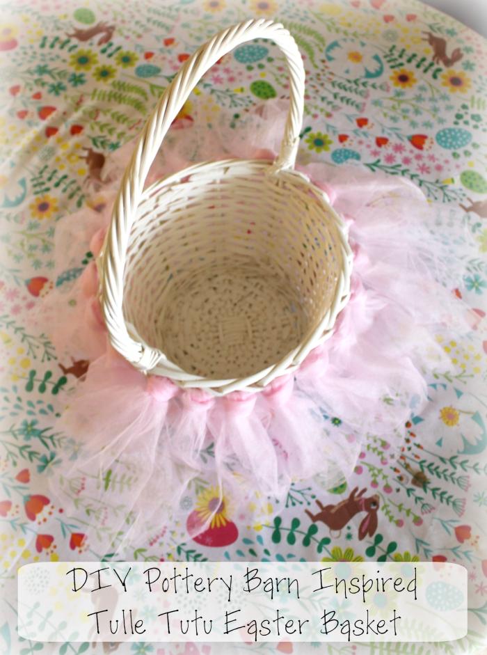 comment customiser un panier tressé avec peinture blanche et tassels, faire une guirlande de tassels en tulle rose,