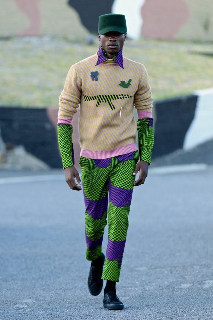 tenue africaine homme, pantalon vert et lilas, casquette verte, pantalon africian homme aux couleurs traditionnelles