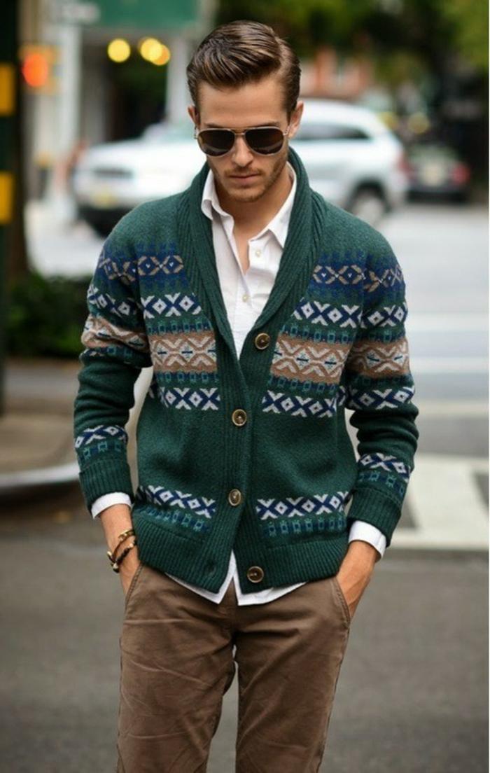 quelle coiffure pour homme moderne, exemple tenue vestimentaire pour homme avec chemise blanche et pantalon beige