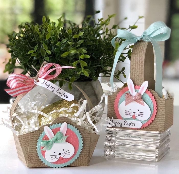 faire un panier avec friandises et étiquette personnalisée pour pâques, diy carte pâques à design lapin souriant