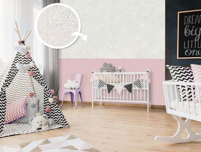 décoration chambre bébé fille aux murs bicolore rose pastel et peinture gris pailleté, modèle de tipi diy blanc et noir