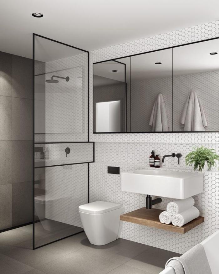 idée déco de salle de bain gris et blanc, comment combiner les couleurs neutres avec accents mate, déco petit espace