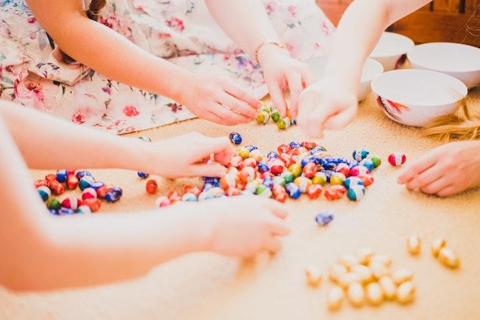 Oeufs au chocolat, photo de paques bonne fete de paques idée comment saluer ses amis, photo de la chasse desoeufs