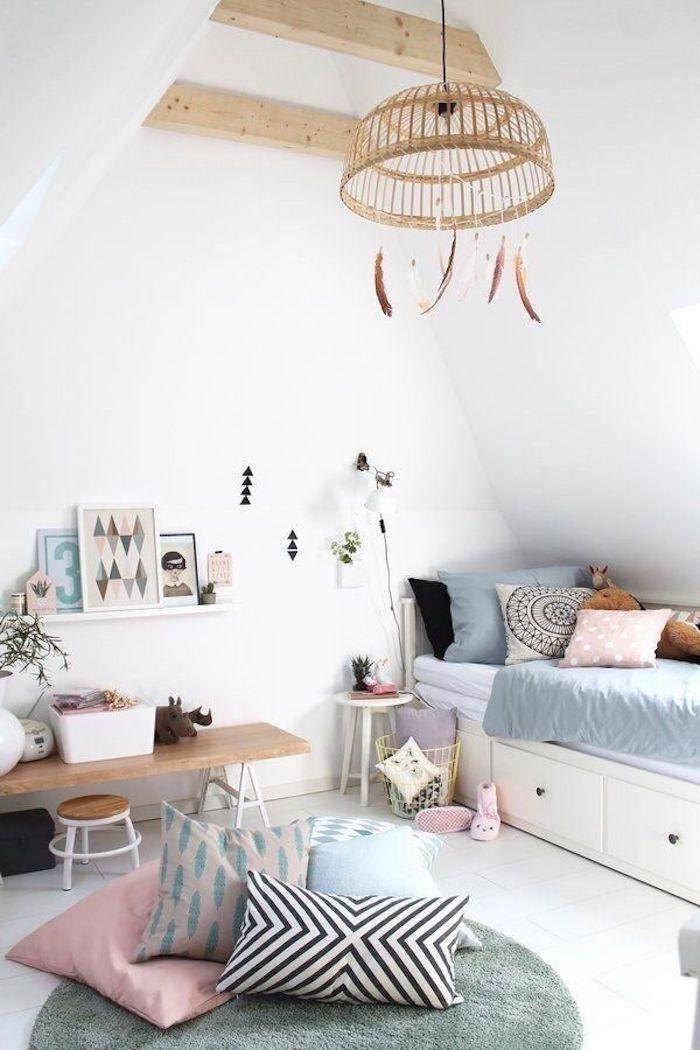 Lit adolescent, deco chambre ado, moderne idée pour la chambre à coucher enfant, lustre bois décoré de plumes