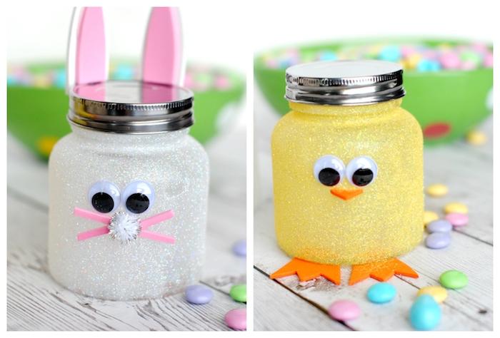 motif poussin ou lapin de paques dans pot en verre pailleté avec éléments en mousse papier et des yeux mobiles, bricolage paques facile