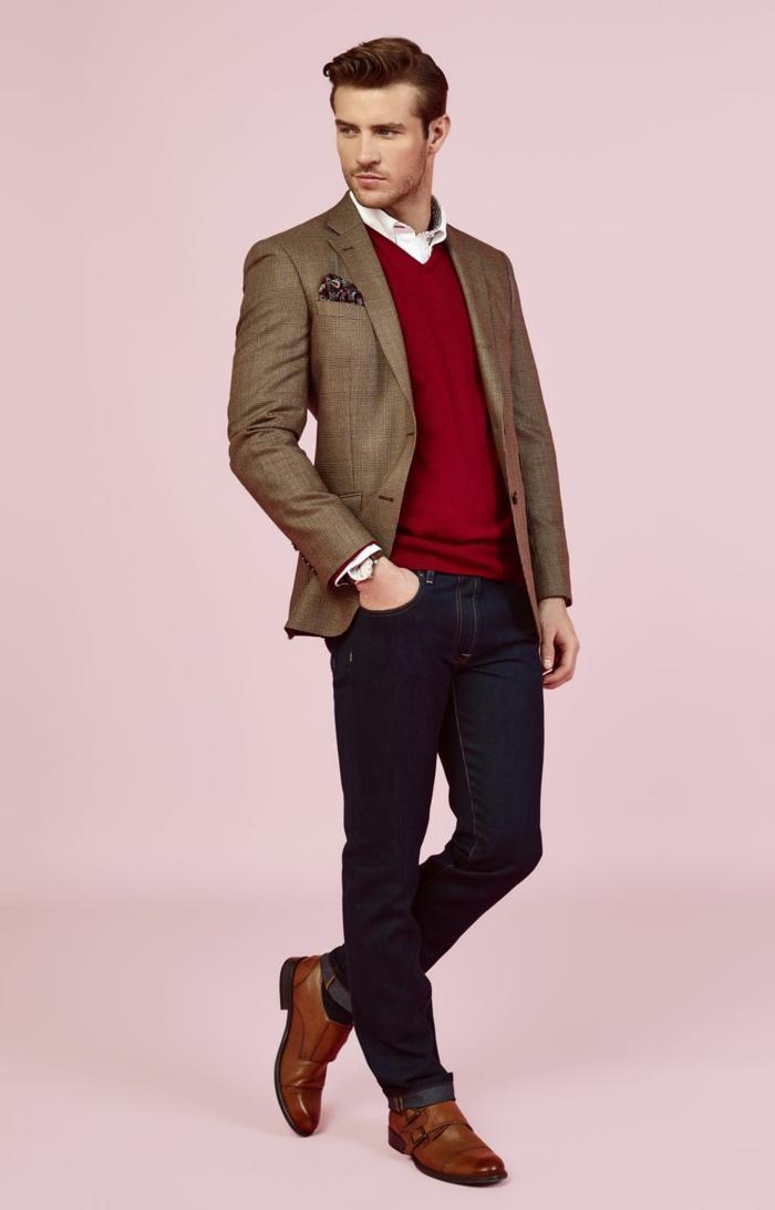 smart casual dress code pour homme, tenue avec jeans foncés combinés avec blouse rouge et blazer vert kaki
