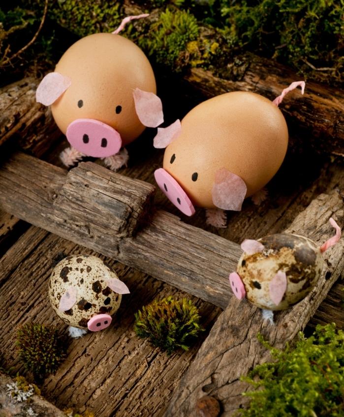 quatre cochons avec deux grands et deux petits oeufs, déco diy avec palette, décoration oeufs de paques facile