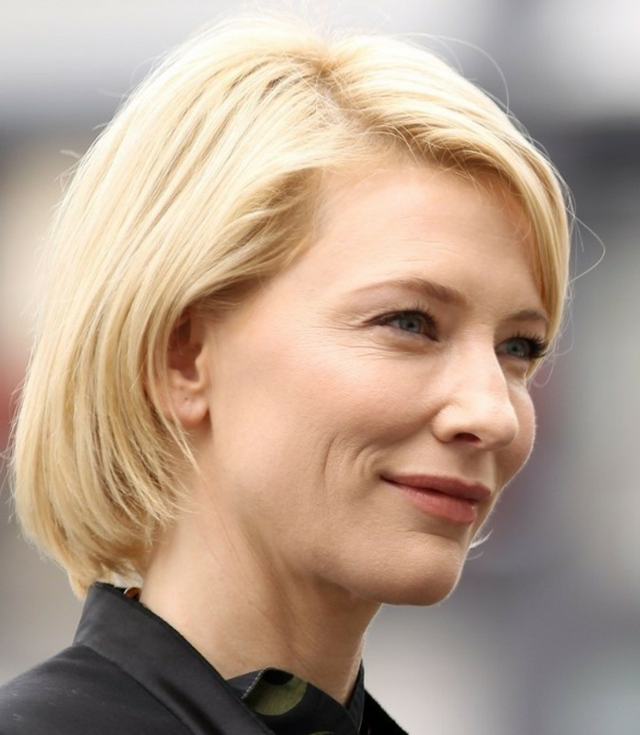 coupe carré court, Cate Blanchett, cheveux blonds, maquillage discret, coiffure femme mi long
