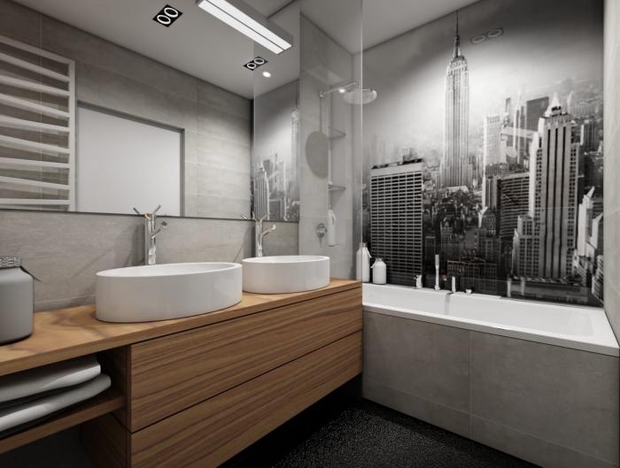 modèle de carrelage gris clair pour salle de bain, idée papier peint pour salle de bain à design photo ville blanc et noir