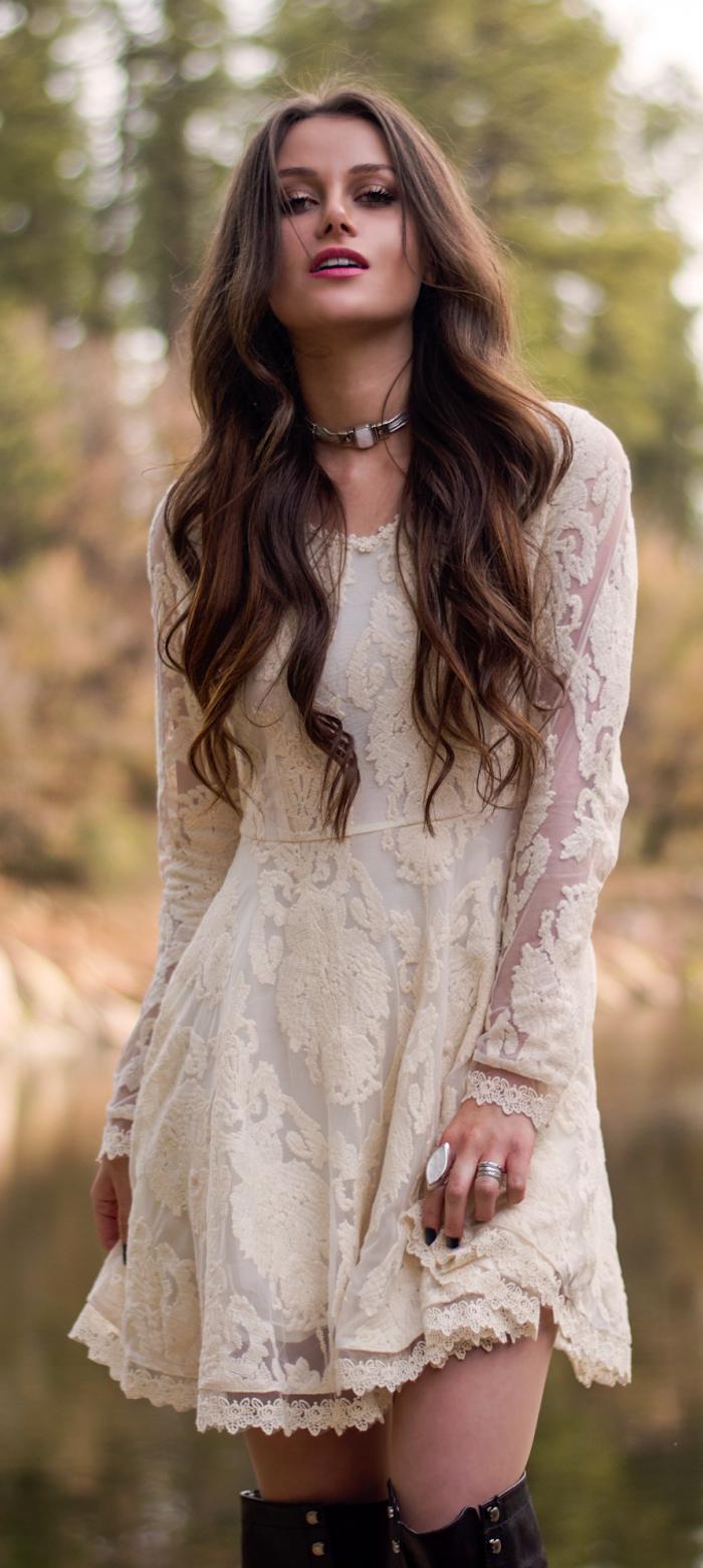 Champêtre chic robe courte manche longue dentelle, associée avec cuissardes, robe bohème chic en dentelle, robe champetre chic pour une soirée bohème