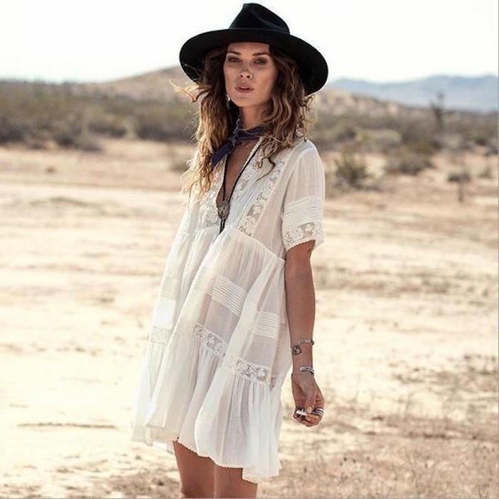 Femme robe bohème chic dentelle, robe blanche dentelle au style bohème, photo de femme avec chapeau noire