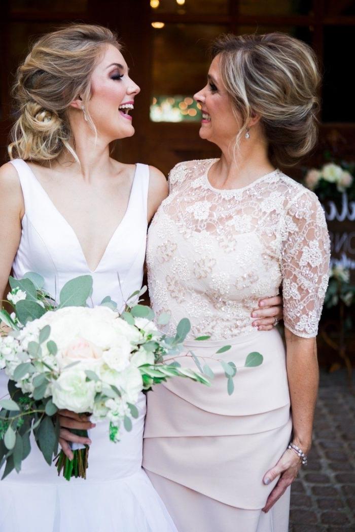 f7e19cfd62 Choisir une robe de cérémonie pour femme de 50 ans : nos conseils et modèles  tendance ...