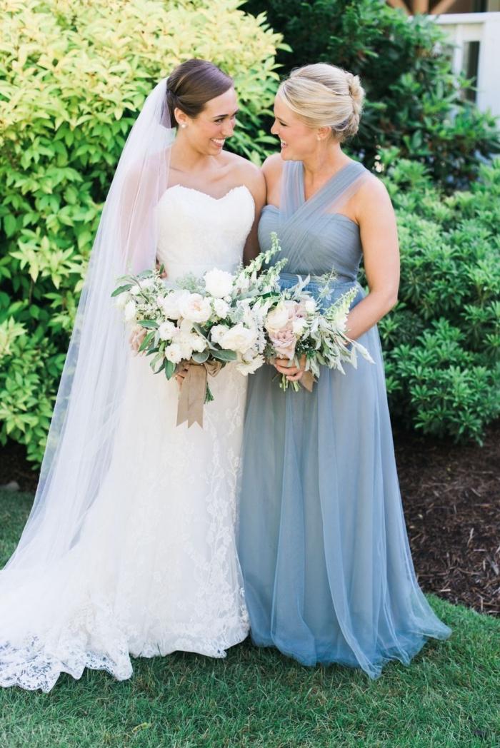 idée de robe ceremonie femme 50 ans, modèle de robe longue avec bustier coeur aux bretelles croisées sur le devant