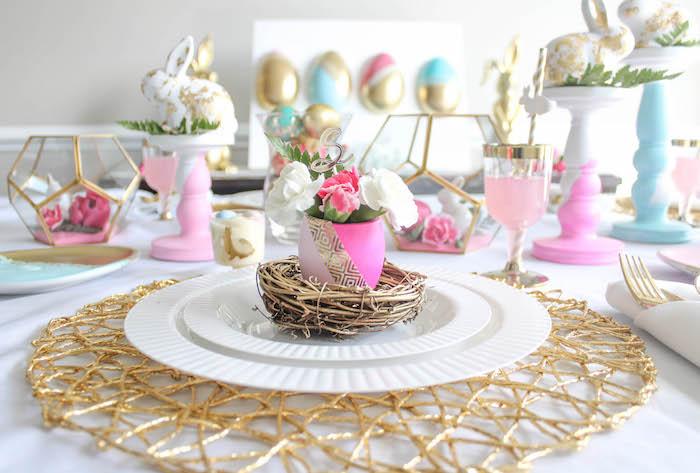 Comment décorer la table de paques moderne, deco rose et dore, printemps photo bon week end de paques, jolie image de pâques symboles