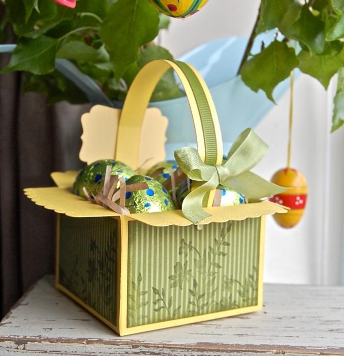 fabriquer un panier pour oeufs de pâques en carton, technique pliage de papier, réaliser un panier en papier cartonné