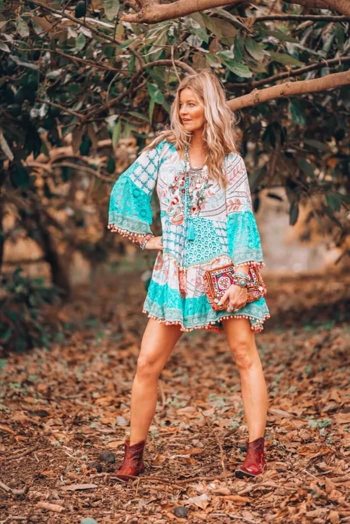 Prendre une photo de soi dans le jardin, robe champetre, robe longue ete, style vestimentaire moderne boho