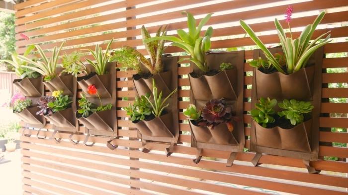 des poches en géotextile pour faire pousser des fleurs et des légumes hors sol, mur végétal à faire soi-même
