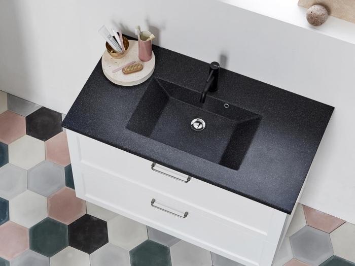 aménagement salle de bain moderne avec accessoires et carreaux de nuances pastel, idée vasque blanc et gris anthracite