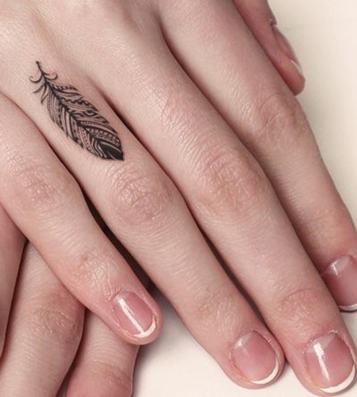 1001 mod les de tatouage sur le doigt et leurs. Black Bedroom Furniture Sets. Home Design Ideas