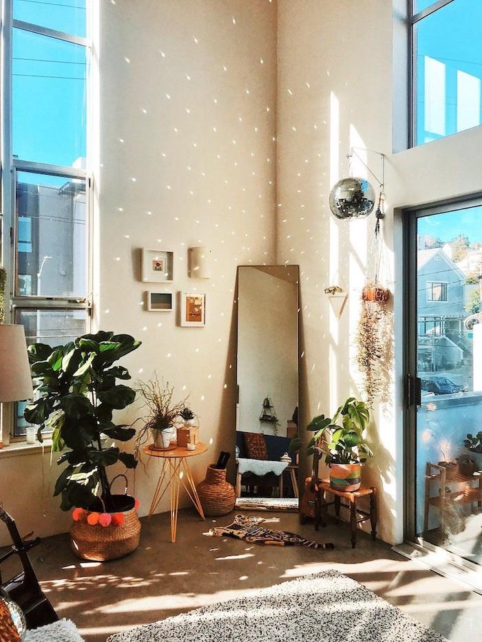 Jeu de lumière photo, deco chambre moderne, chambre adulte deco scandinave, plantes vertes hautes et petits