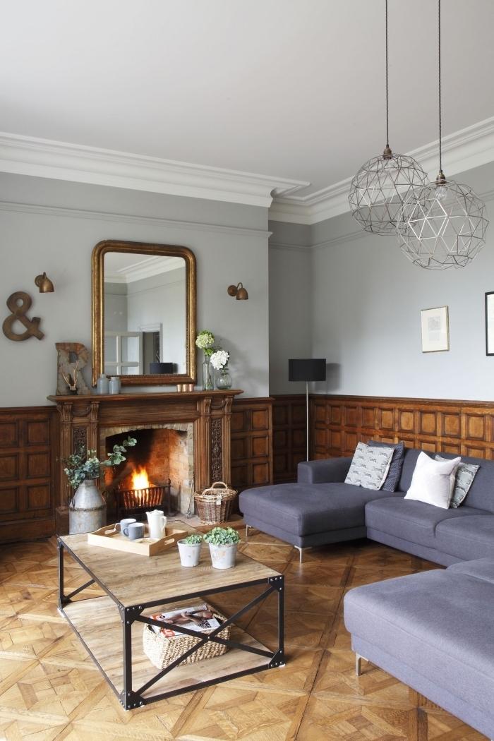 des panneaux décoratifs à caissons pour un habillage mur intérieur bois de style classique, un salon haussmannien avec un soubassement en boiserie murale