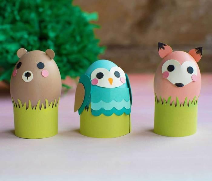 support pour oeuf en papier cartonné et oeufs à motif hibou, renard et ourson, bricolage de paques pour tout petit