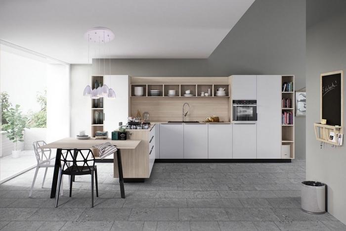 modèle de cuisine grise et bois avec meubles blancs, modèle îlot blanc avec plaque de cuisson et table intégrée bois