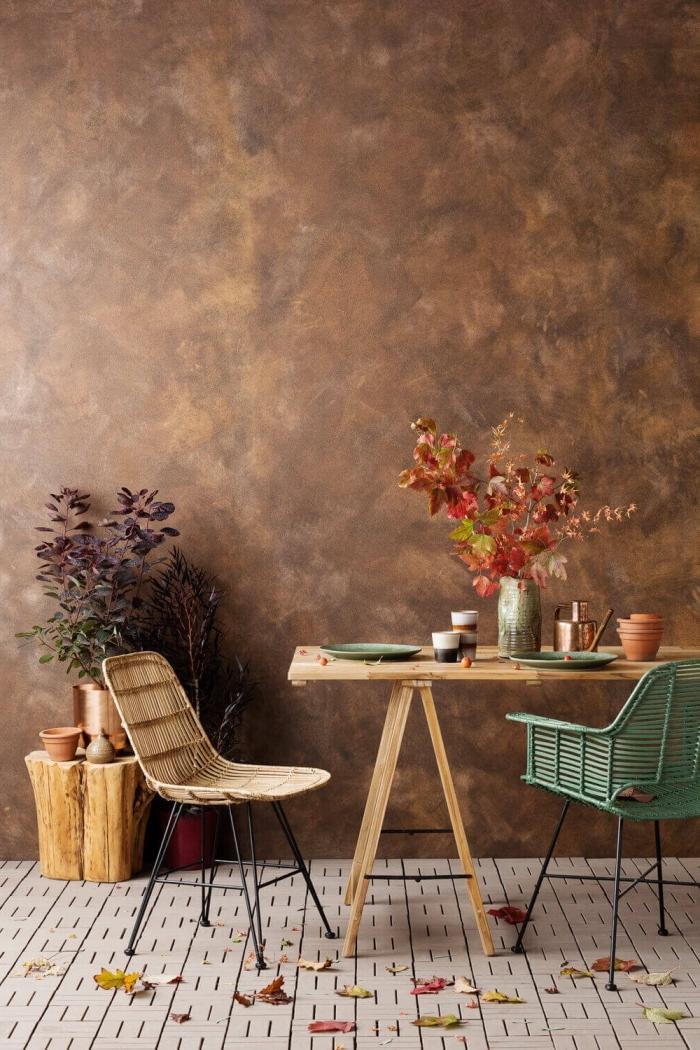 comment décorer une pièce avec meubles bois, exemple peinture murale à effet métallisé, quelle couleur pour une déco moderne
