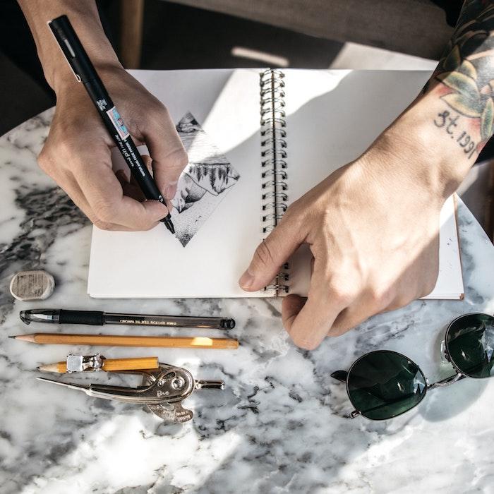 Stylisé dessin pour tatouage, coloriage paysage, dessin facile à faire, art à choisir