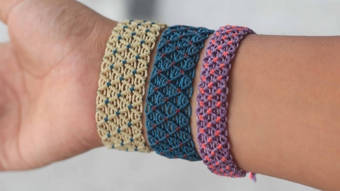 accessoire original à faire soi-même, exemple de bijou facile en corde macramé, technique noeuds pour faire des bijoux