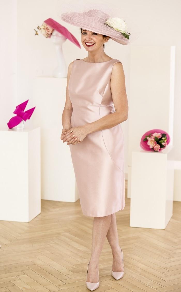 Robe de soirée droite courte dentelle fond rose