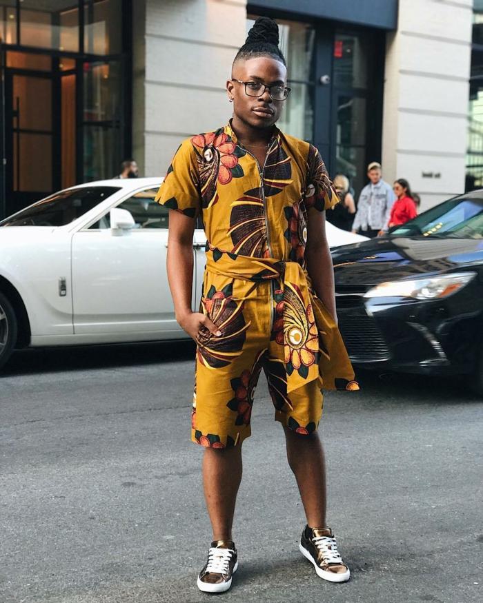 tenue chic casuelle, short jaune aux motifs marrons, tenue pour homme africaine, vêtements d'été