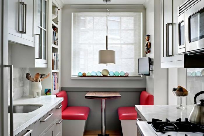 coin de repas de cuisine, peinture murale grise, table bois et métal, aménagement petite cuisine coquette