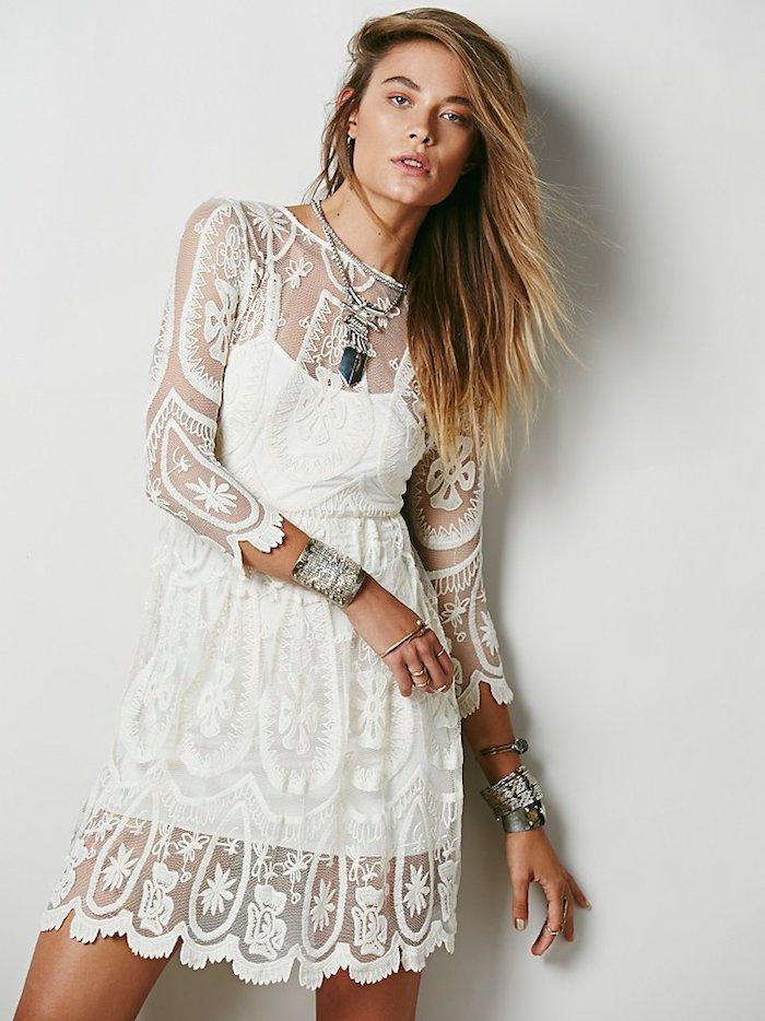 Courte robe dentelle manche longue, robe hippie chic, style boheme chic, cool idée d habit gitan stylé