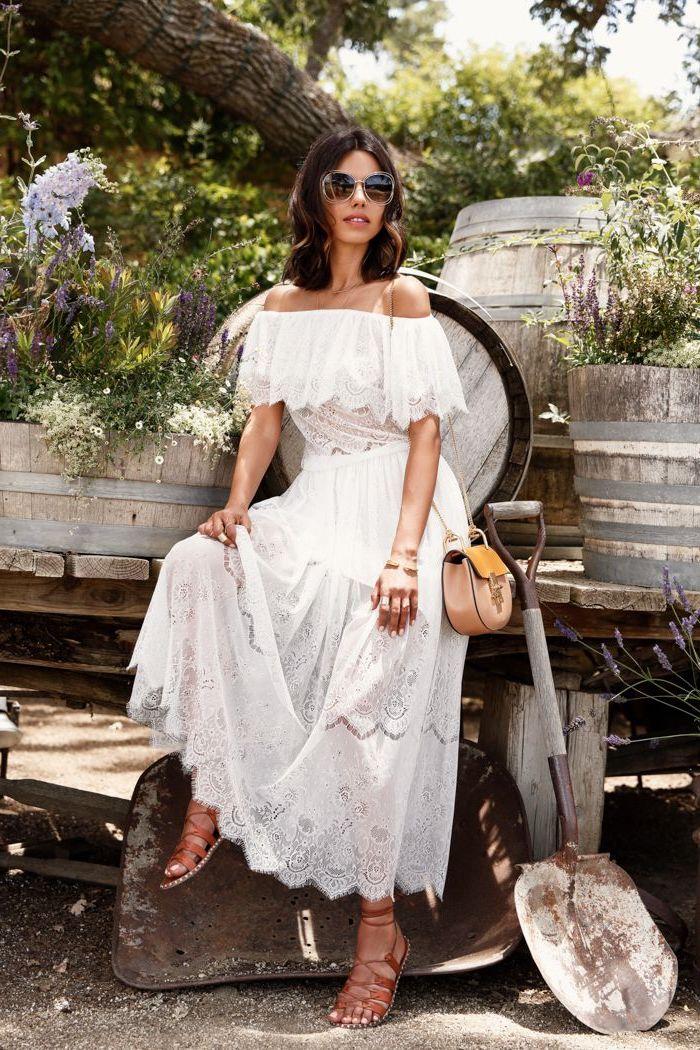 Longue robe dentelle blanche, robe dentelle soirée, femme avec beaux vêtements