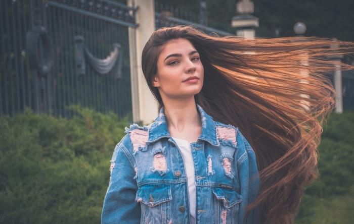 exemple comment lisser ses cheveux avec un traitement permanent, cheveux longs de couleur châtain cuivré