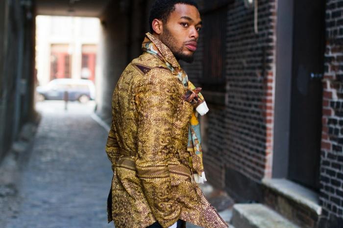 veste africaine homme, motifs couleur sahara, écharpe moderne, tenue homme chic