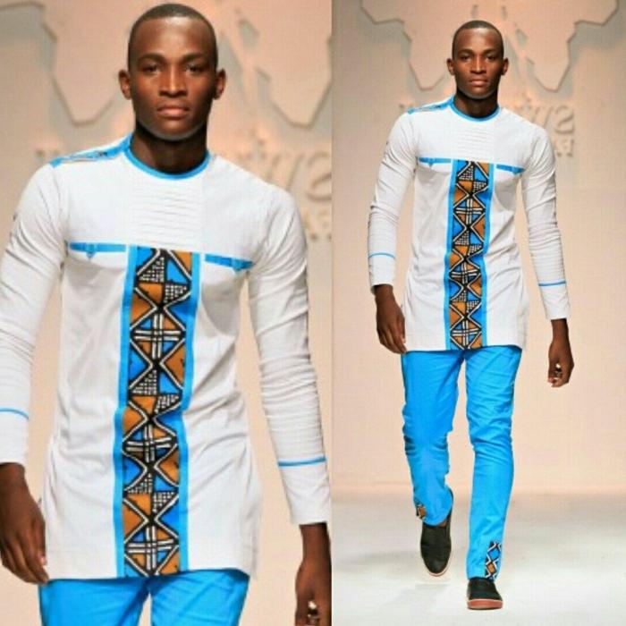 boubou africain homme moderne, tenue en bleu et blanc, pantalon bleu ciel, imprimés géométriques