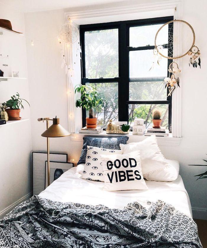 Simple idée chambre ado la couleur parfait pour chambre à coucher stylé, attrape reve, linge bonnes vibrations