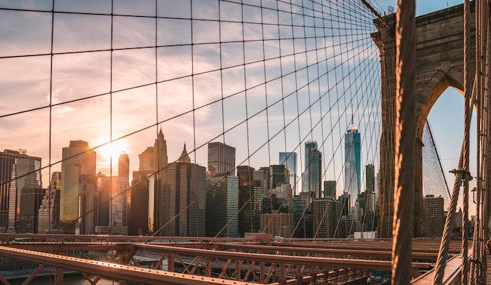 La plus belle ville urbaine, paysage ville, image la plus belle ville du monde, New York Brooklyn pont au coucher de soleil avec vue de Manhattan