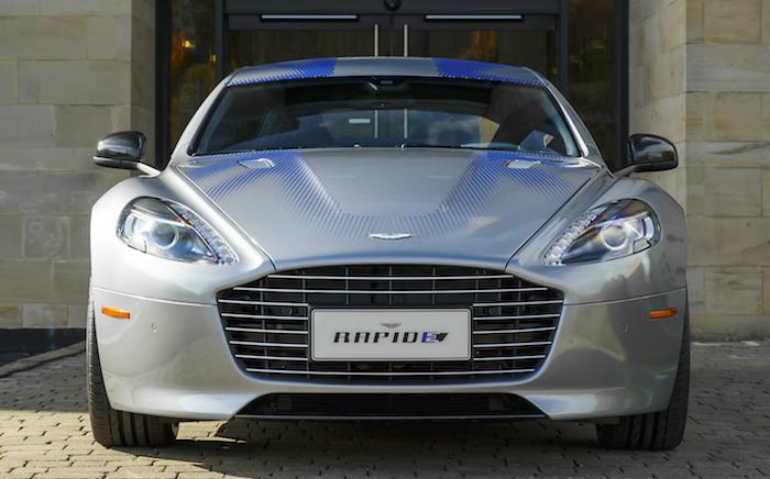 face avant de la prochaine voiture de James Bond 007 la Aston Martin Rapide E électrique