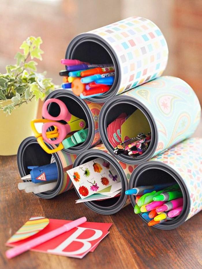 idée diy organisateur bureau, comment recycler les vieilles boîtes de conserve, loisir créatif avec papier scprabooking