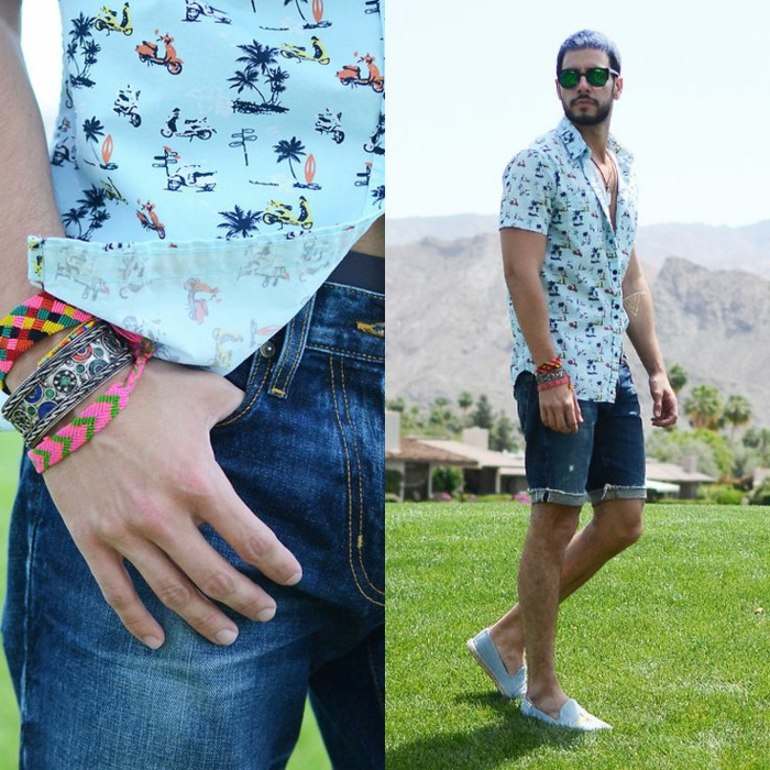 chemise aux palmiers, short denim, bracelets tricotés multicolores, pelouse verte , vetement homme stylé