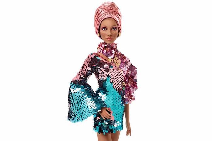 Adwoa Aboah poupée Barbie comment elle est transformée, cool idée de Barbie inspiratrices