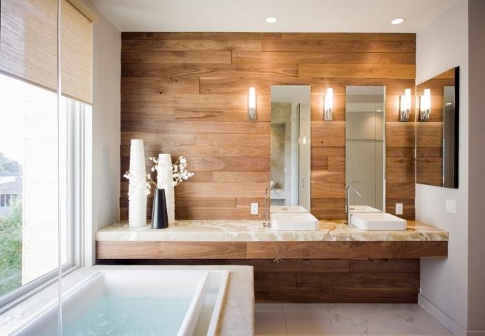 décoration salle de bain en blanc et bois, panneau mural salle de bain à effet bois, salle de bain avec double vasque