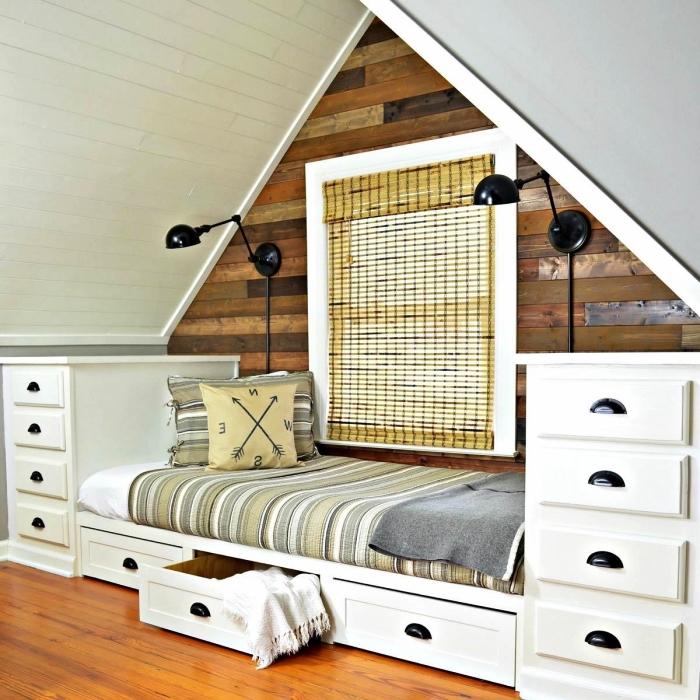 aménager un coin détente sous les combles avec une banquette posée dessus la fenêtre et deux commodes blanches