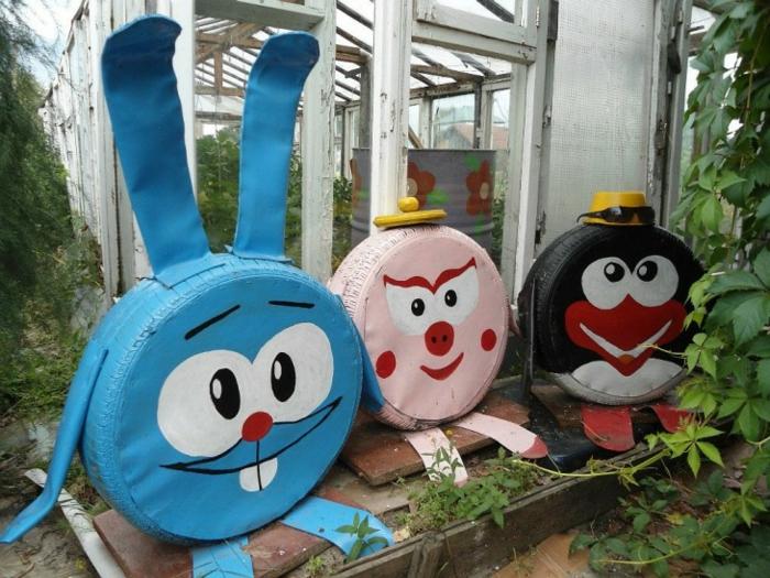 animaux en pneus, idée de déco jardin originale, pneus recyclés peints en couleurs