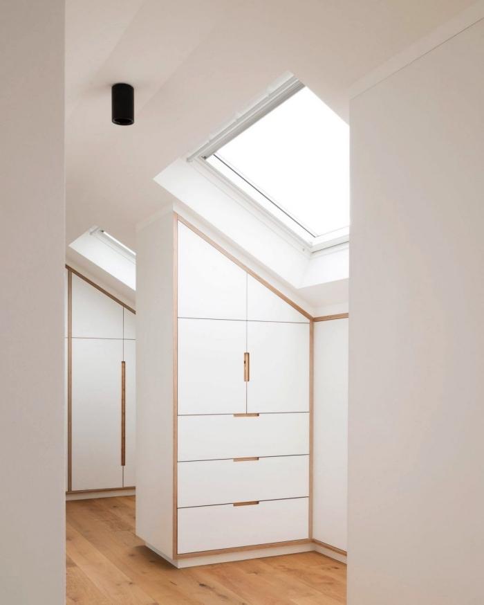 meuble sous pente compartimenté pour aménager une pièce dressing sous les combles