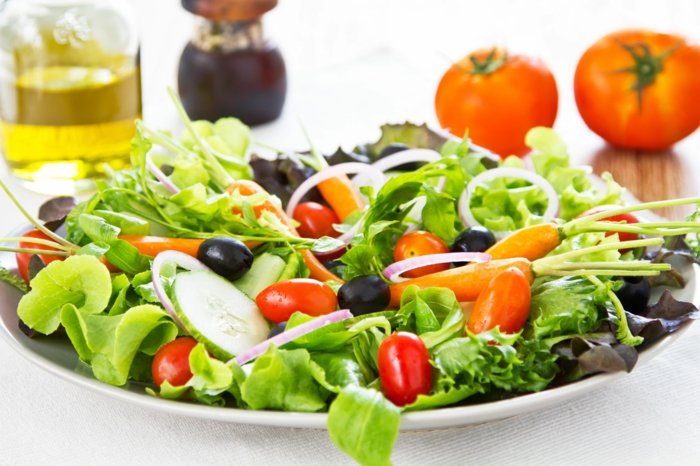 recette salade verte, salade de concombre, tomates cerises, concombres, oignon, vinaigrette