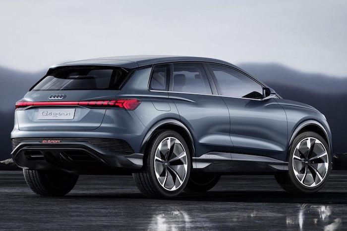 photo arrière et coté du SUV Audi Q4 e-tron 100 % électrique avec batterie 82kW annoncé au salon de l'auto de genève